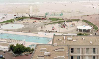 De la plage à la page, un documentaire de Christian Clères produit par Scotto productions, sélectionné par La Normandie et le Monde de l'Art